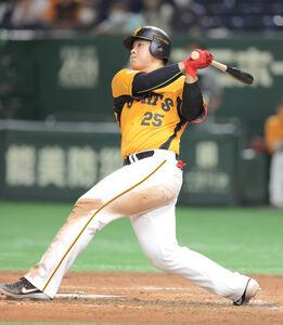 8回1死、岡本和真が左越えソロ本塁打