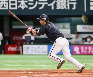 6回1死一、二塁、藤岡裕大が同点となる右前適時打を放つ