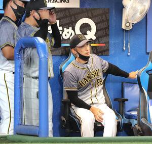 6回2死満塁のチャンスを生かせず、ベンチでガックリの矢野燿大監督