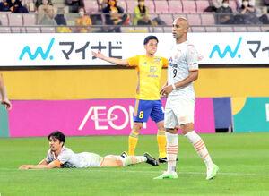 清水との前回対戦、6月23日のホーム戦でゴールを決めた仙台MF松下(中央)