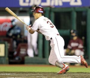 5回2死二塁、右中間に先制適時三塁打を放つ山崎剛