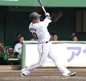本塁打を放つ中田翔