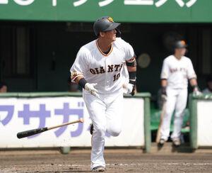 5回無死、本塁打を放つ中田翔