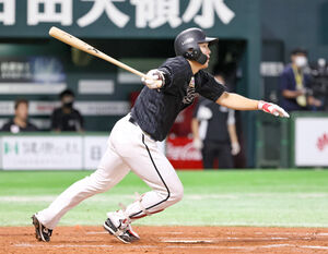 7回2死一、三塁、代打・安田尚憲が同点となる右前適時打を放つ