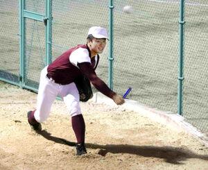 巨人との面談後にブルペンで投球練習をする高知・森木(カメラ・伊井 亮一)