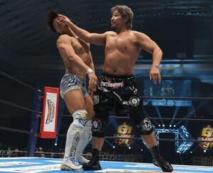 G1初戦でV3を狙う飯伏幸太を下した高橋裕二郎(右=新日本プロレス提供)