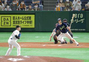 6回1死、左翼線二塁打を放ち、サイクルヒットを達成したヤクルト・塩見泰隆(投手は高梨雄平)
