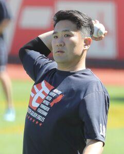 試合前練習でキャッチボールをする田中将大(カメラ・関口 俊明)