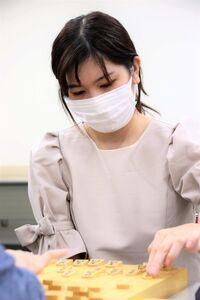 将棋女流アマ名人戦で初優勝した磯谷祐維さん