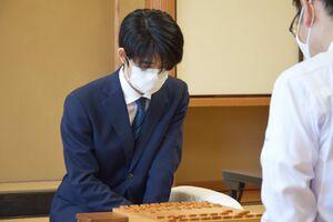 対局開始時の藤井聡太三冠(日本将棋連盟提供)