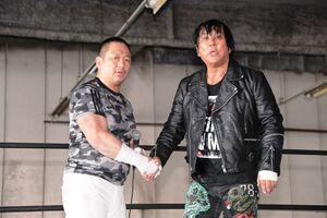 高木三四郎(左)と大仁田厚