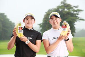 ドールのアンバサダー就任が決まった岩井明愛(左)、千怜の双子姉妹(提供写真)