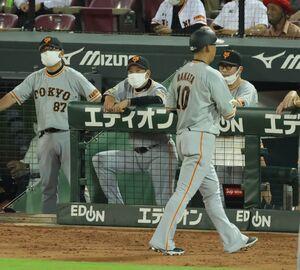 9回無死一塁、中飛に倒れた中田翔とベンチの原辰徳監督