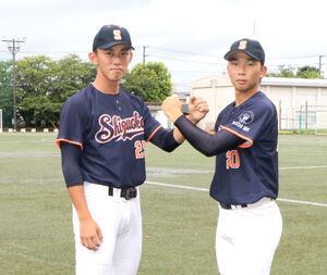 ともに最速148キロを誇る静岡大のダブルエースの井手(左)と石田