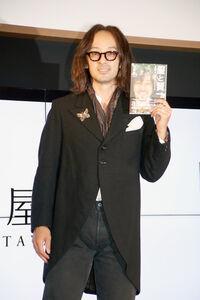 著書の発売イベントでファッションへの愛を力説した滝藤賢一
