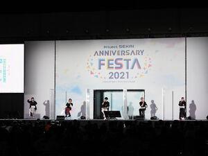開会式で登壇した(左から)中島由貴、本泉莉奈、今井文也、廣瀬大介、佐藤日向