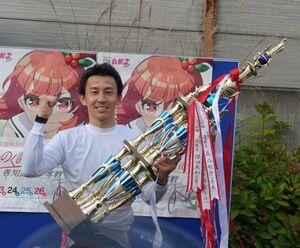 記念初優勝を飾った佐々木雄一