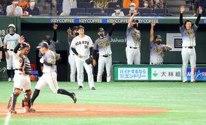 5回2死満塁、糸井嘉男に右翼線3点適時二塁打を浴びた鍵谷陽平
