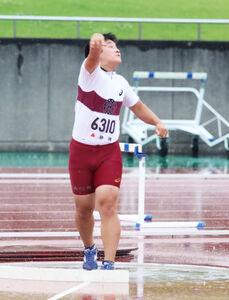 5度目の試技で13メートル26をマークして優勝した浜松商・藤岡