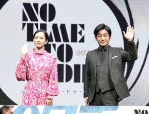 イベントに登場した片岡愛之助と前田敦子