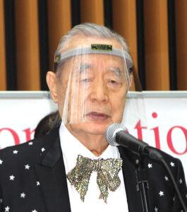 「世界天才会議」で開会式のテープカットを行ったドクター中松氏