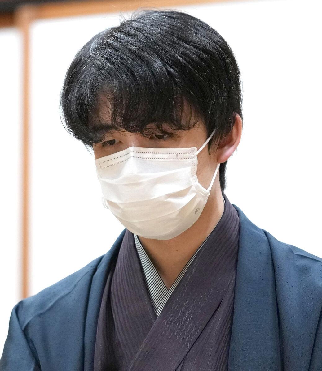 藤井聡太王位が就位式に出席 大雨被害の旅館に見舞いの言葉「伺えることを楽しみに」